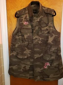 NWT Lane Bryant Camo. floral embroidered vest!